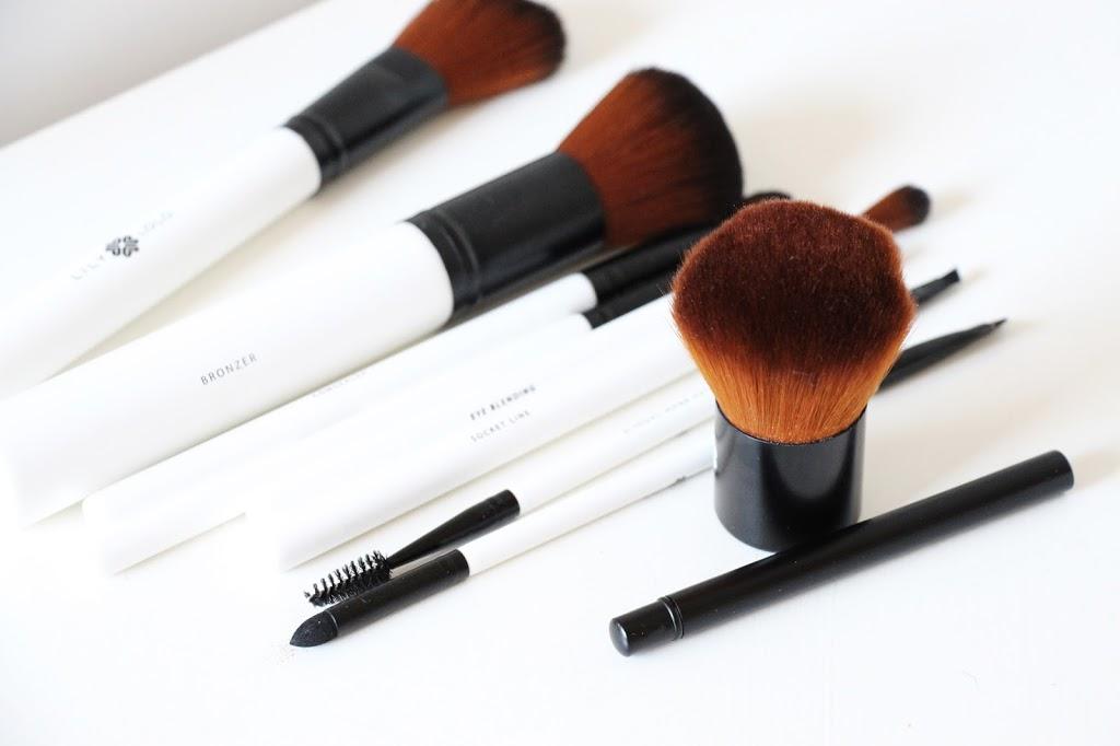 Suuri sivellinspektaakkeli! Mukana meikkisiveltimien klassikot, parhaat uutuudet ja varoitus huoltovinkistä, jota moni tyrkyttää