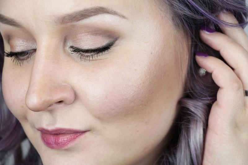 hiusmallit pyöreät kasvot puhelin seksiä