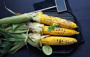 grillattu maissi ja korianteri-limettivoi