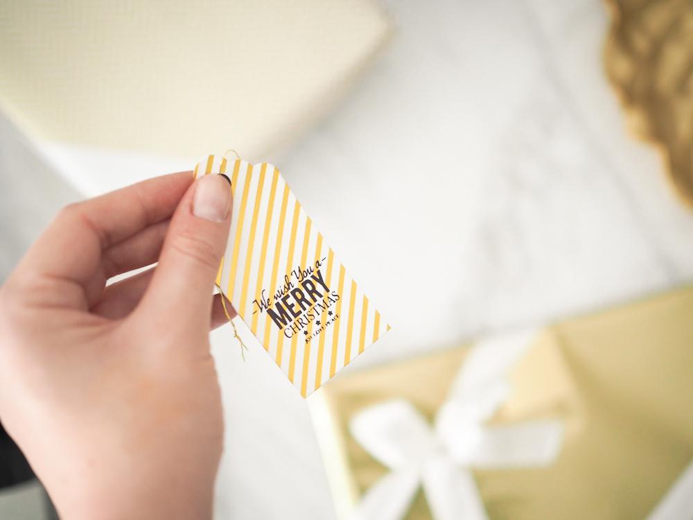 Kaunis pakettikortti