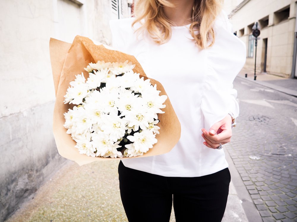 Toimistoasu valkoinen paita