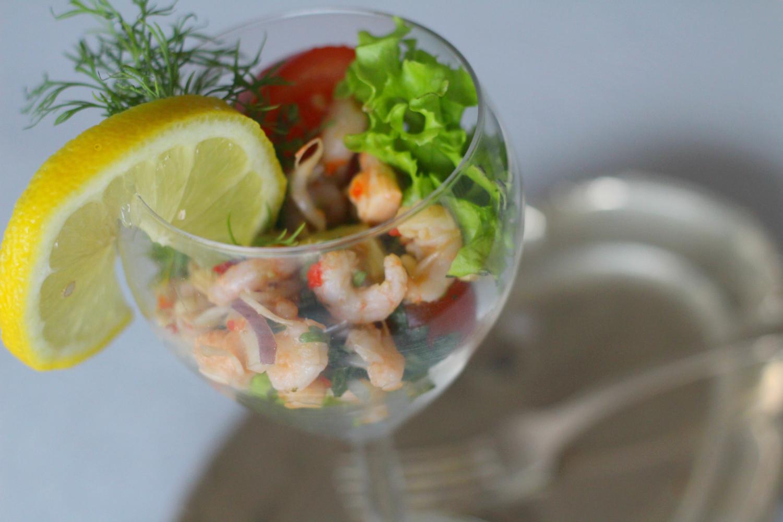 Mausteinen katkarapu-cocktail alkupalaksi tai buffet-pöytään