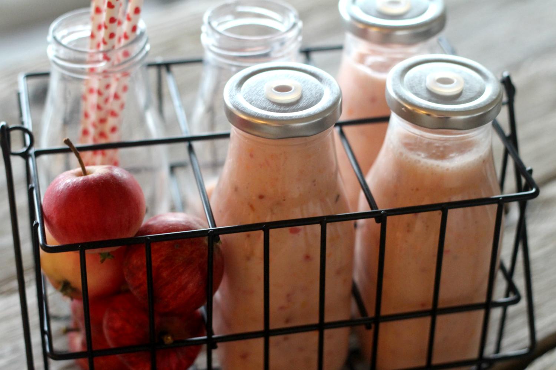 Piristävä punaherukka-omena smoothie