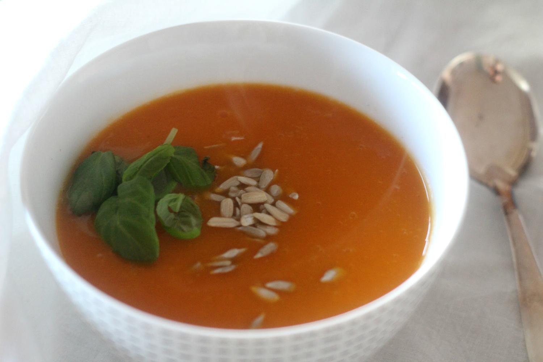 Lämmittävä porkkana-kurpitsakeitto