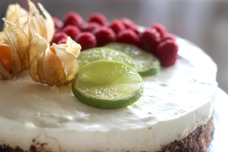 Raikas juustokakku terveellisellä ja herkullisella pakuriuutteella