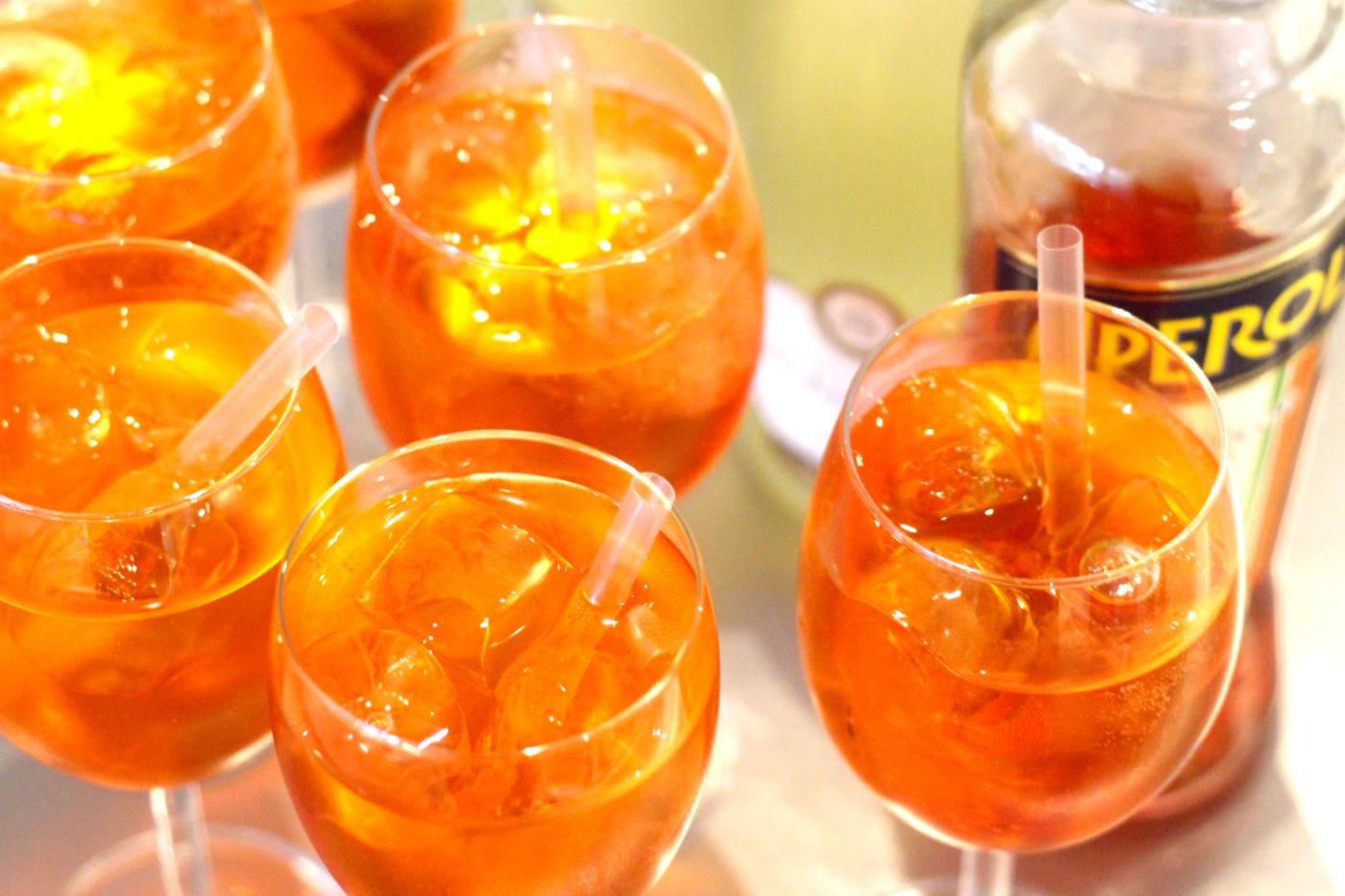 Täydellisen oranssi drinkki Halloween-juhliin