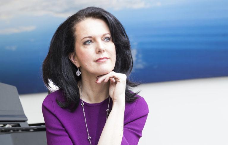 Raija Tapio, Juha Tapion vaimo.