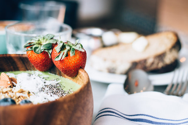 bluestone-lane-new-york-breakfast-smoothie-bowl-2
