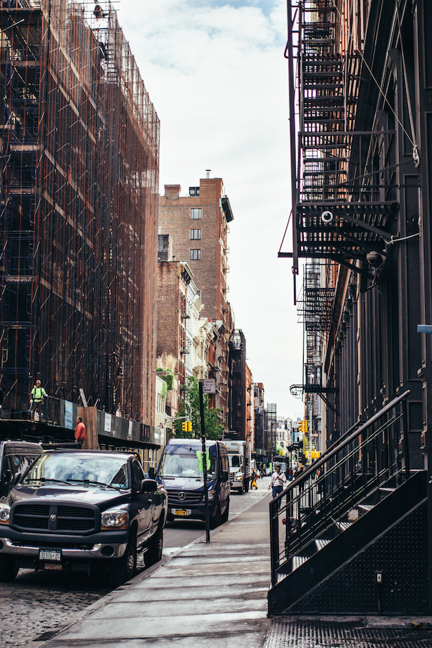 new-york-soho-alley-street
