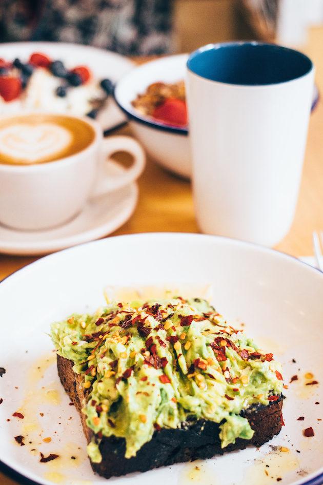 two-hands-new-york-breakfast-avocado