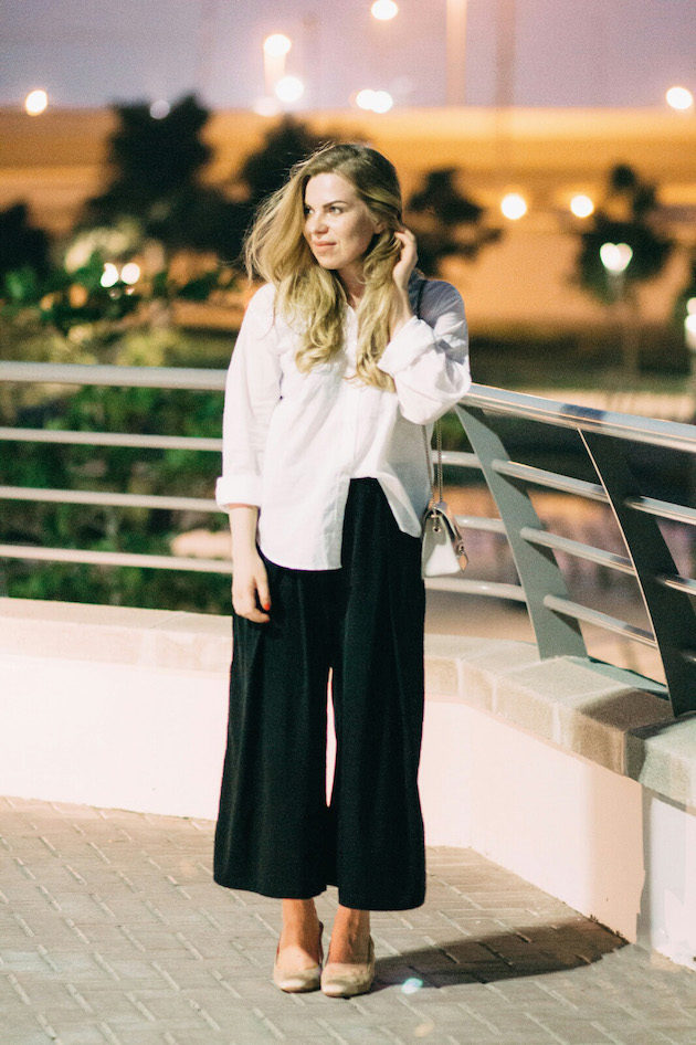 Culottes, valkoinen pusero rennosti, Furla Metropolis