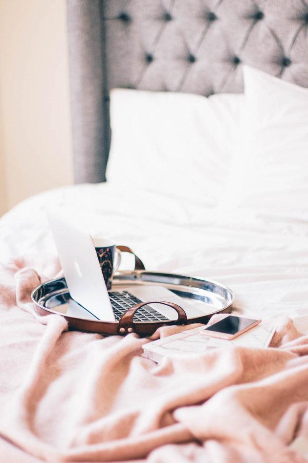 Balmuir tarjotin, macbook, sängynpääty