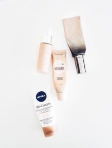 Monitoimivoiteet testissä: Lumene Invisible Illumination, Urban Decay One & Done, Nivea 5 in 1, Maybellinen Dream Velours