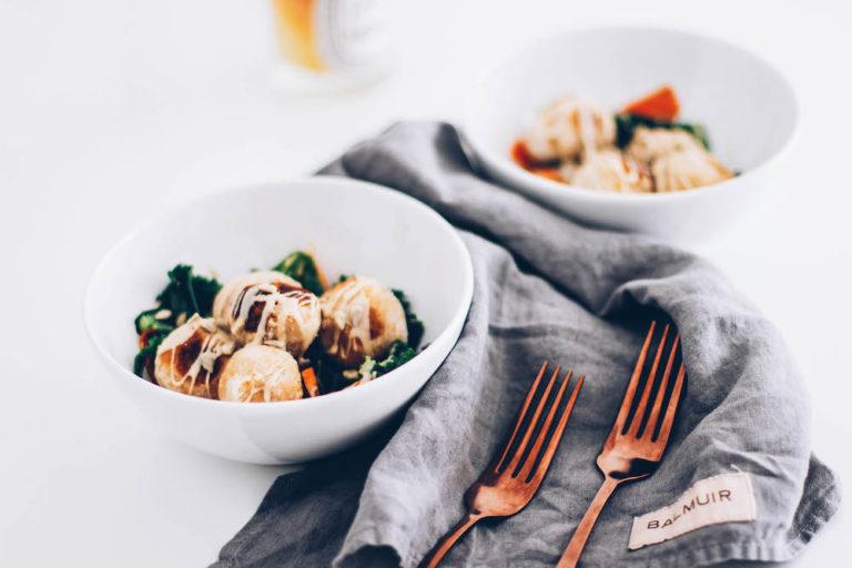 Kikhernepyörykät tahinikastikkeella helppo resepti