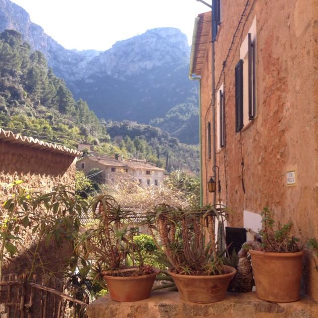 Guiri kävi taas Deiássa. Pienestä kylästä ei saa tarpeekseen.
