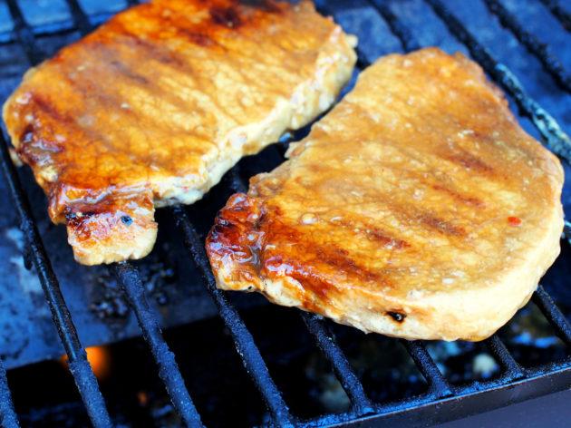 Marinoidut porsaan grillipihvit