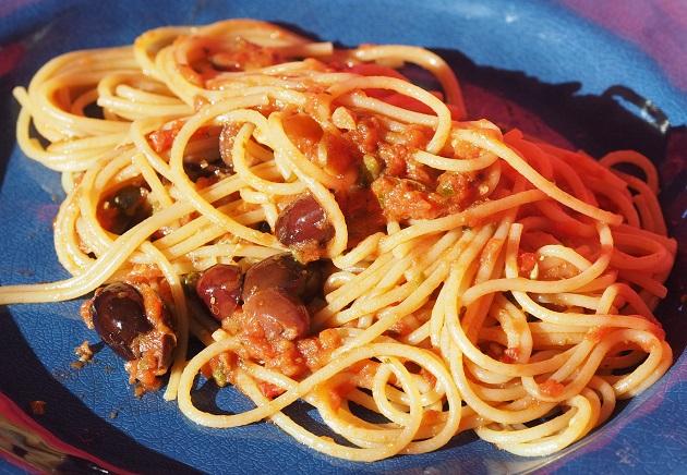 Pasta puttanesca- ilotytön pasta