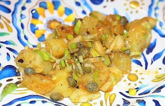 perunasalaatti valkosipuli-sinappikastikkeella