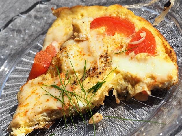 tomaatti-mozzarellamunakas