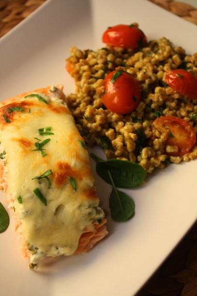 Mozzarellalohi ja pestospeltti