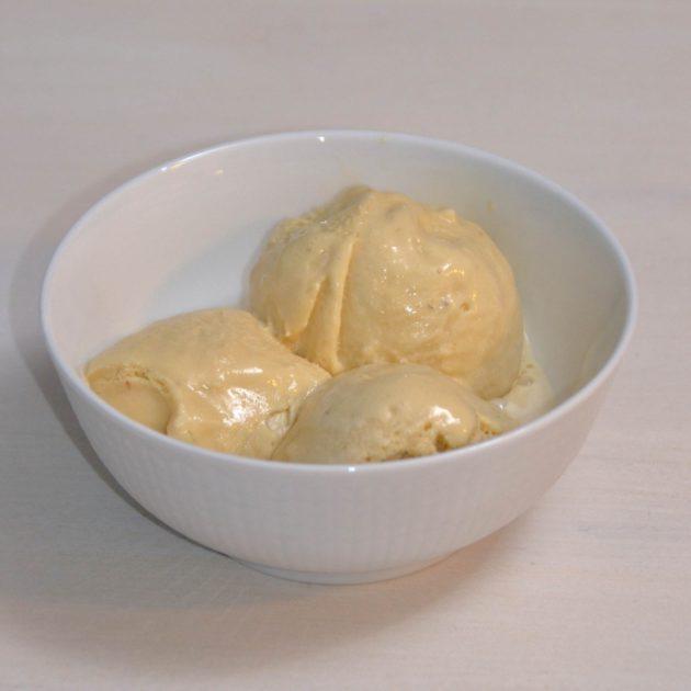 Ruokaunelmia: Mausteinen lakritsijäätelö