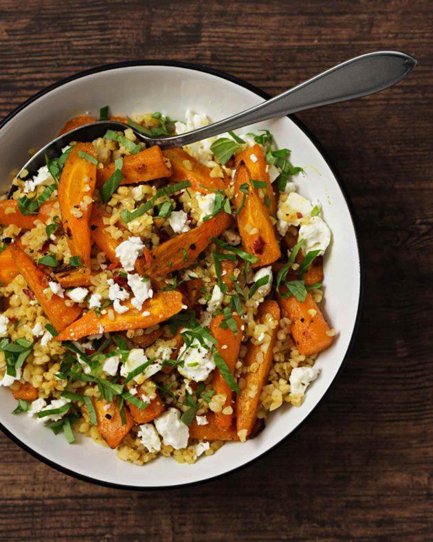Kamera ja kauha: Paahteinen ja mausteinen porkkana-bulgur salaatti
