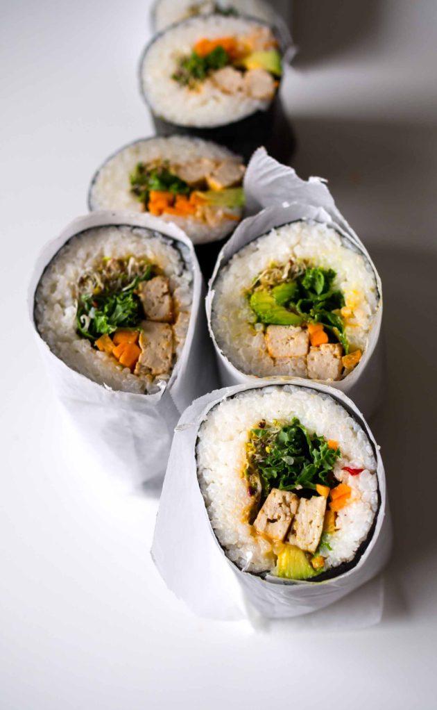 Kahvia ja kasvisruokaa: Sushiburritot korianteritofulla