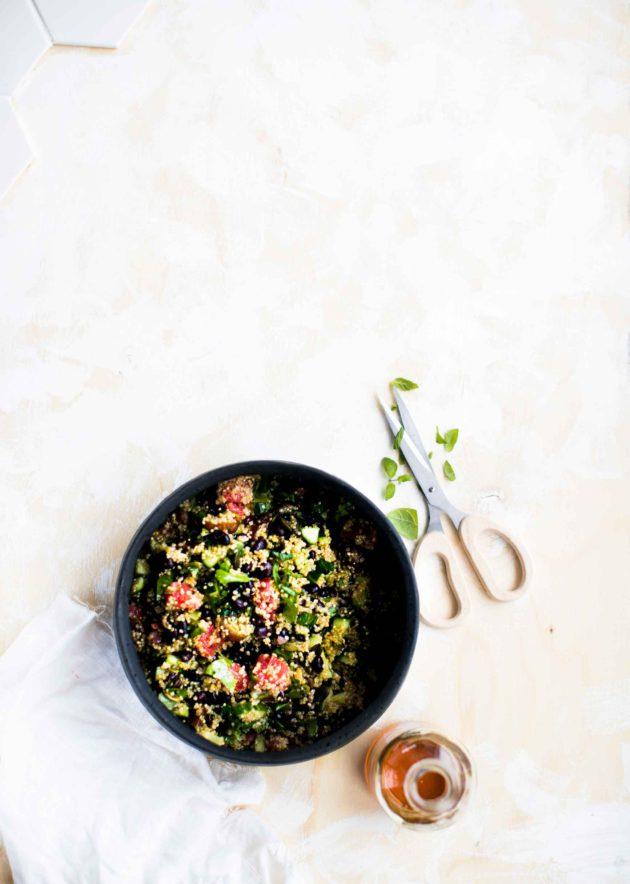 Kvinoa-mustapapusalaatti