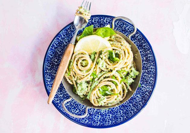 spagettia ja parsakaalipestoa