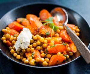 porkkana-kikhernesalaatti