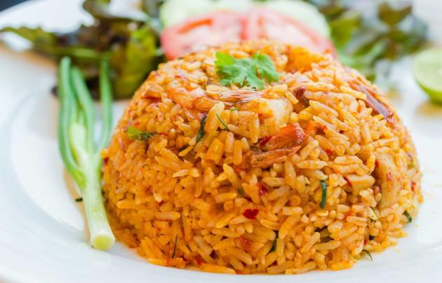 nasi goreng indonesialainen paistettu riisiruoka