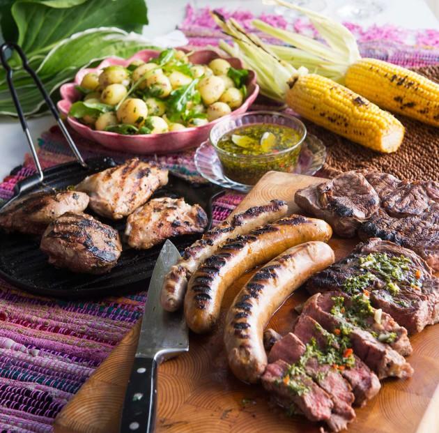 Asado – grillattua lihaa: naudan välikyljyksiä, karitsan paahtopaistia ja chimichurria