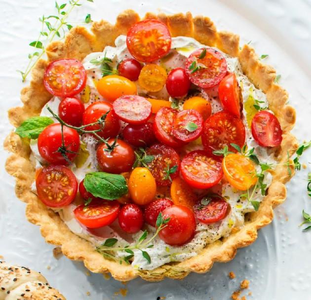 tomaatti-tuorejuustopiiras