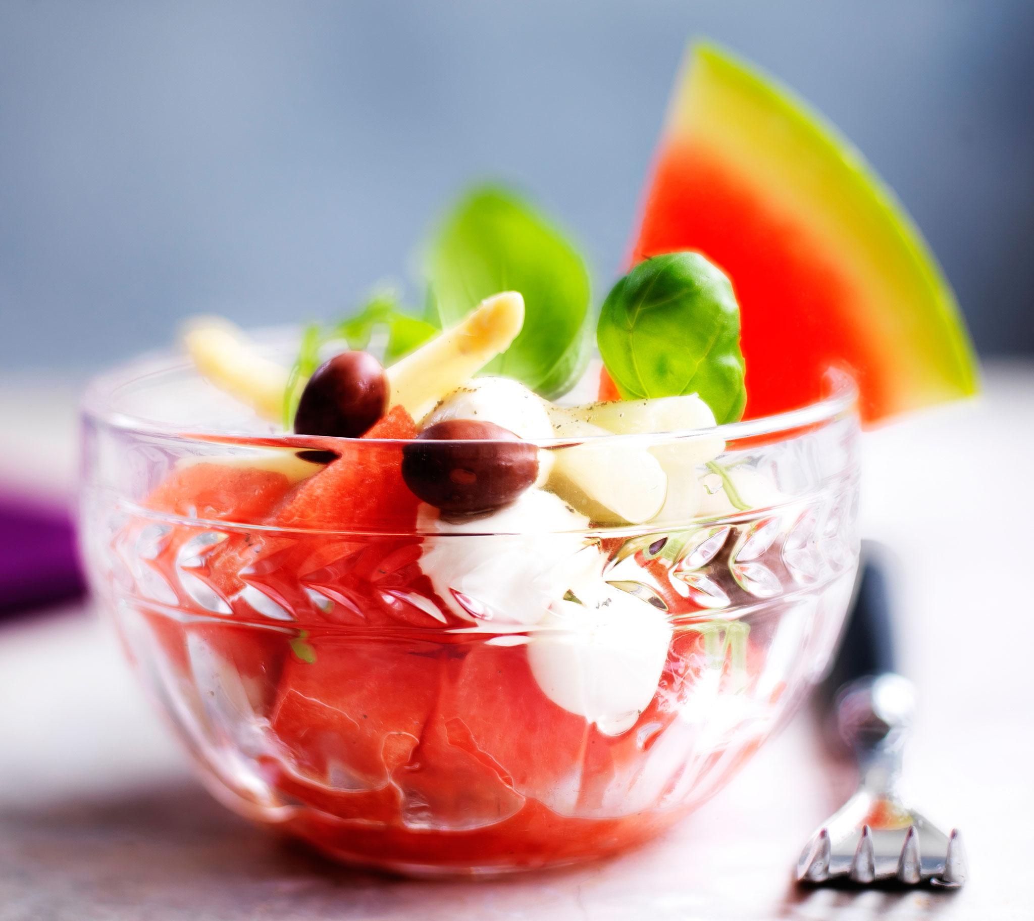 Vesimeloni-feta-parsasaalaatti