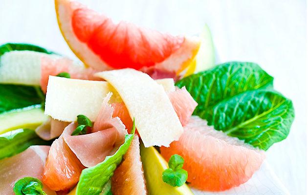 verigreippi-avokado-kinkkusalaatti