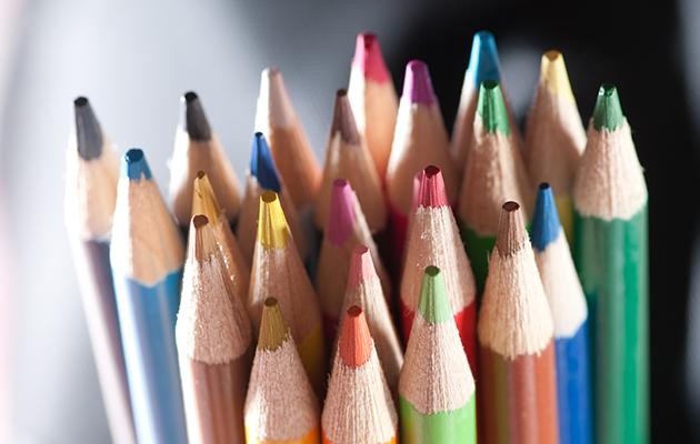 Miksi värittäminen kannattaa? Näin aikuisten väristyskirjat hoitavat aivojasi