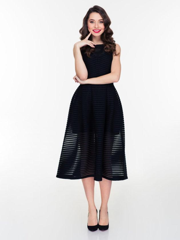 Mitä Naisen Käsilaukku Sisältää : Mit? tarkoittaa tumma puku kutsussa t?rkeint? pukukoodia