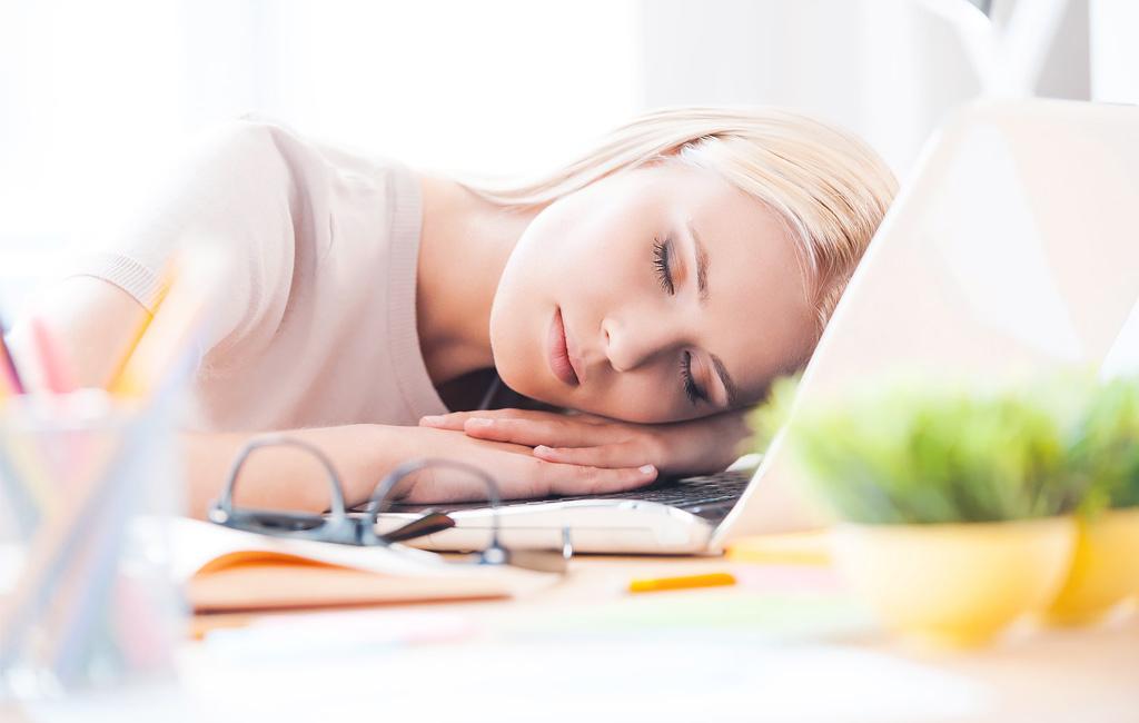 Miten selätän lounaan jälkeisen väsymyksen?