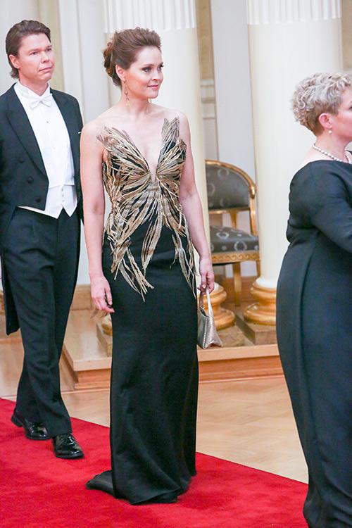 Linnan juhlat 2015: Äänestä kaunein puku ja voita Kalevala Korun 225 euron arvoinen riipus!