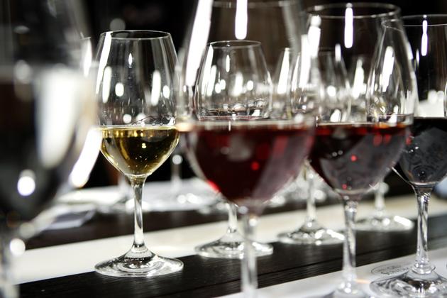 Viiniä laseissa