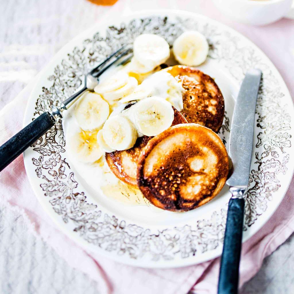 Banaanipannarit ja hunajajogurttia