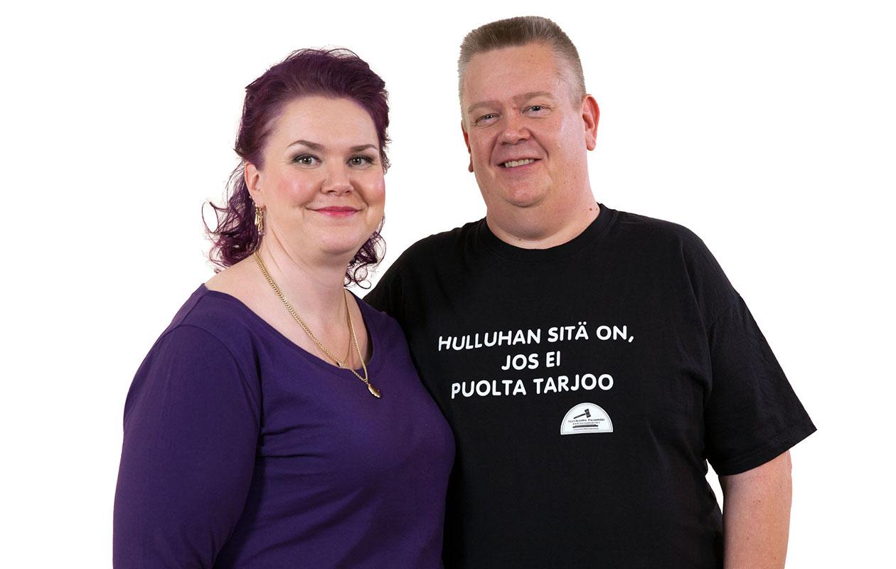 Aki Palsanmäki ja hänen vaimonsa Heli tunnetaan Nelosella esitettävästä Suomen huutokauppakeisari -tv-ohjelmasta.