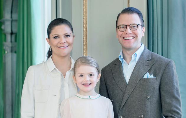 Prinsessa Victorian perheeseen kuuluvat juuri 4 vuotta täyttänyt tytär Estelle ja puoliso prinssi Daniel.