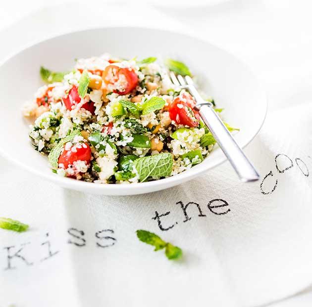 Kukkakaali-kvinoasalaatti sopii lounaaksi