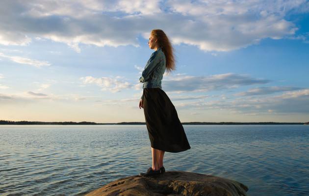 Nämä 10 luonteenpiirrettä tekevät onnelliseksi – Näin lisäät onnellisuuttasi vaikeissa elämäntilanteissa