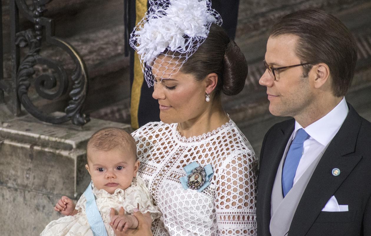 Ruotsin Prinssi Oscar juhli ristiäisiään isoisänsä kastepuvussa.