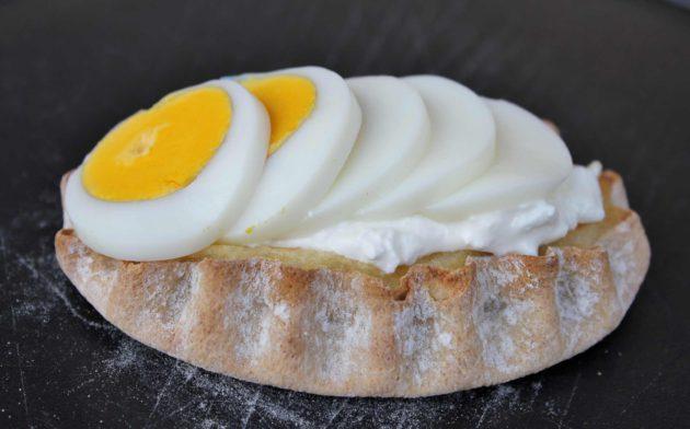 Moilas riisipiirakka juustolla ja kananmunalla