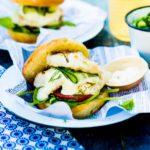 Herkulliset hampurilaiset maistuvat kesällä ja onnistuvat helposti myös ulkona grillaten.