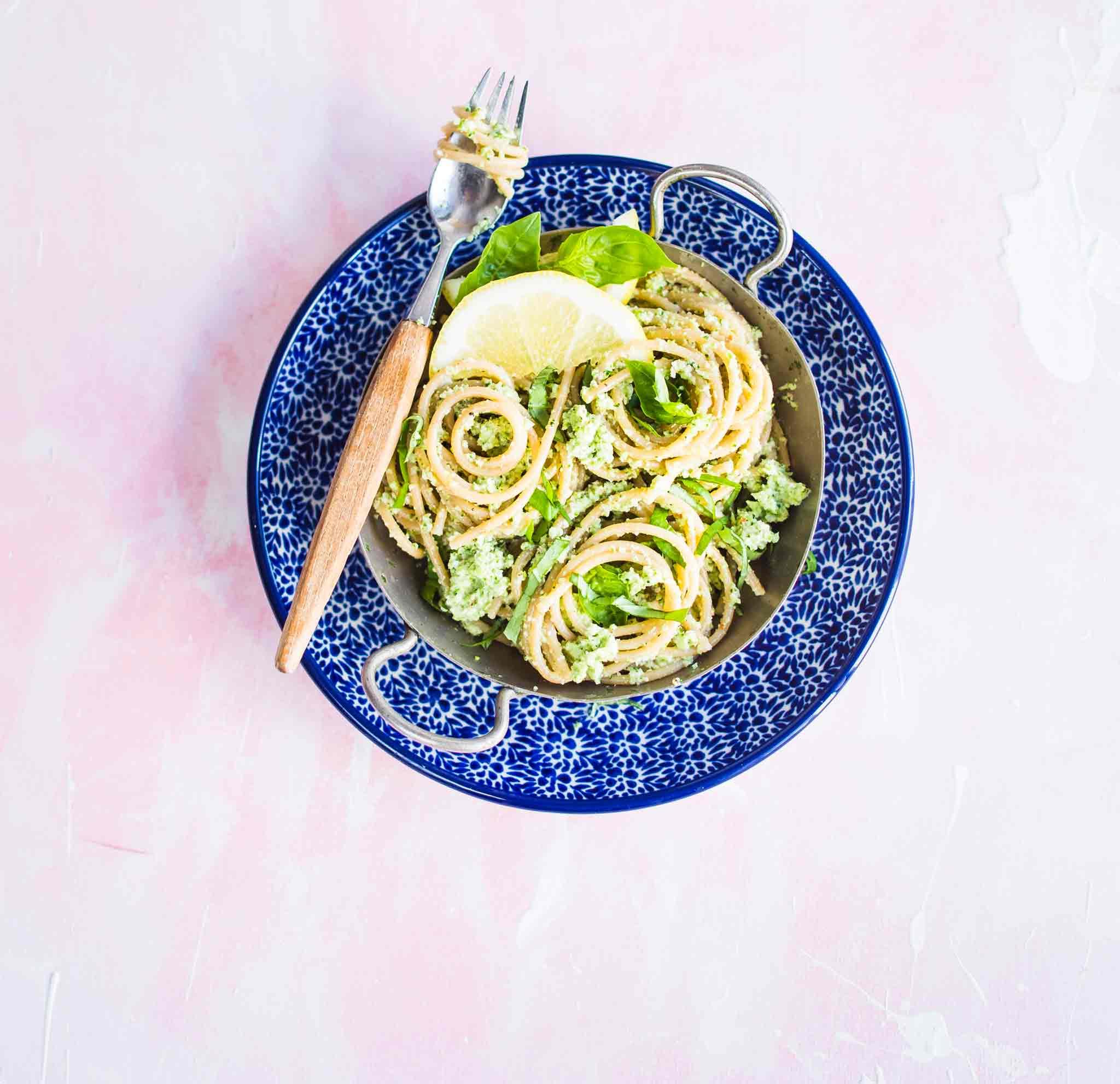 Parsakaalipesto_ja_spagetti