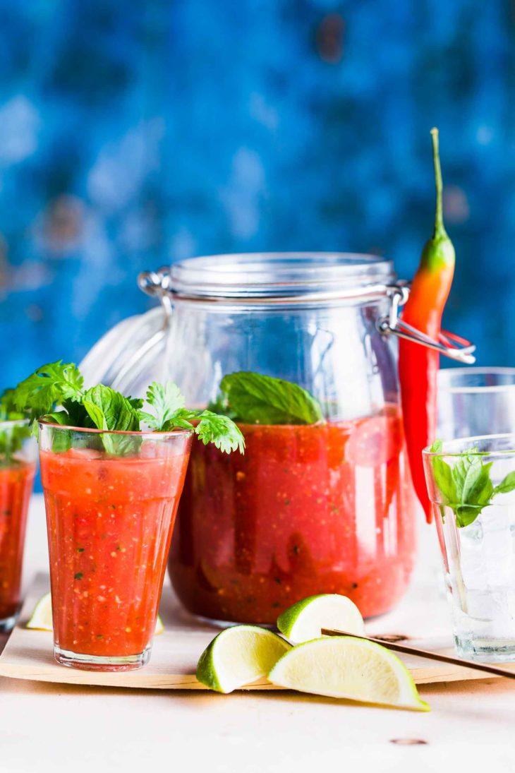 Kesäjuhlien tarjottavat: gazpacho aasialaisella twistillä.